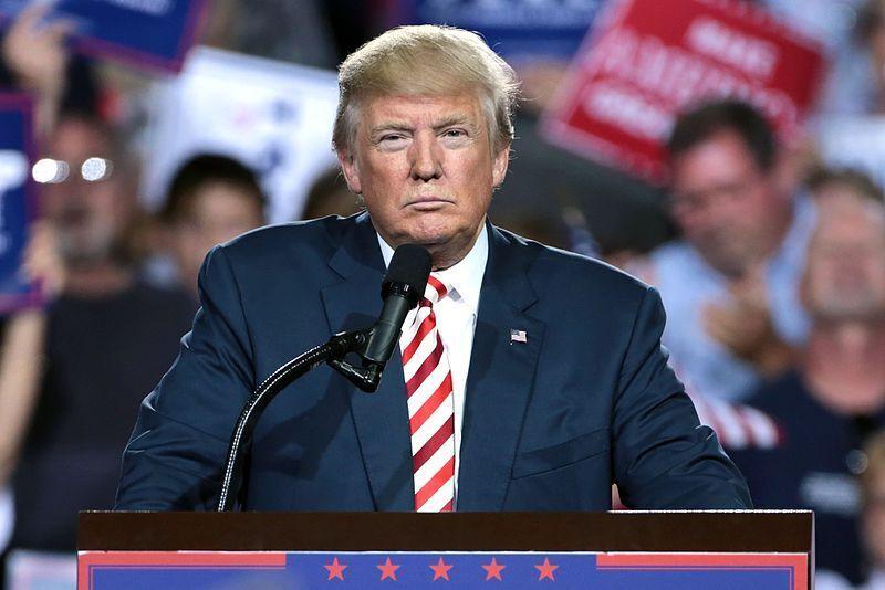 """Trump cancellato da Twitter: """"Ha commesso un grave errore"""""""