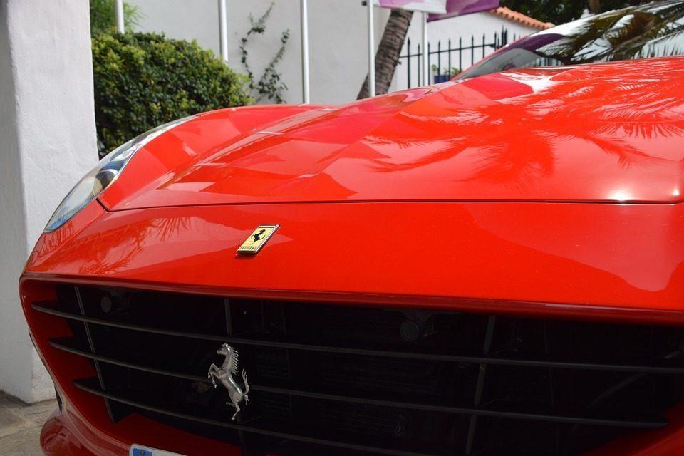 Brescia, girava in Ferrari ma percepiva il Reddito di cittadinanza