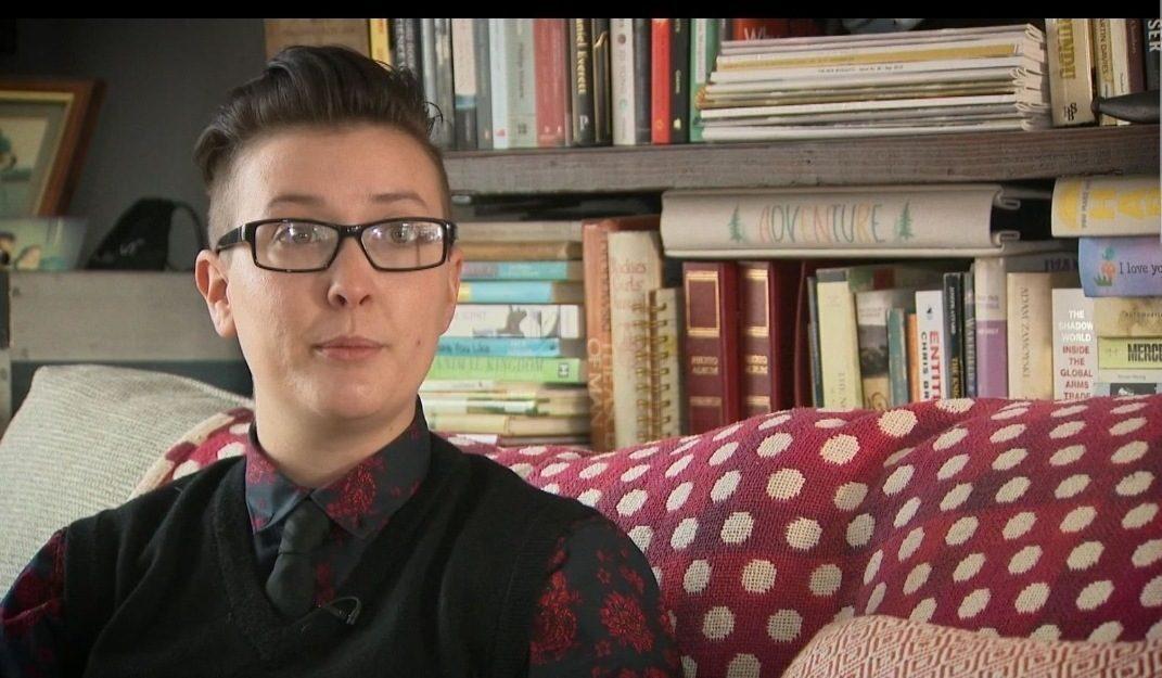 Centinaia di giovani trans, dopo l'operazione di cambio di organi genitali, cercano di tornare com'erano