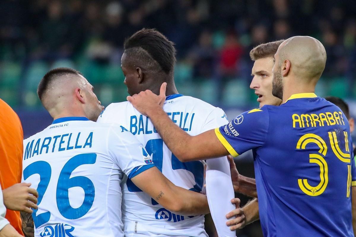 """Cori razzisti contro Balotelli, il giocatore su Instagram: """"Grazie per la solidarietà"""""""