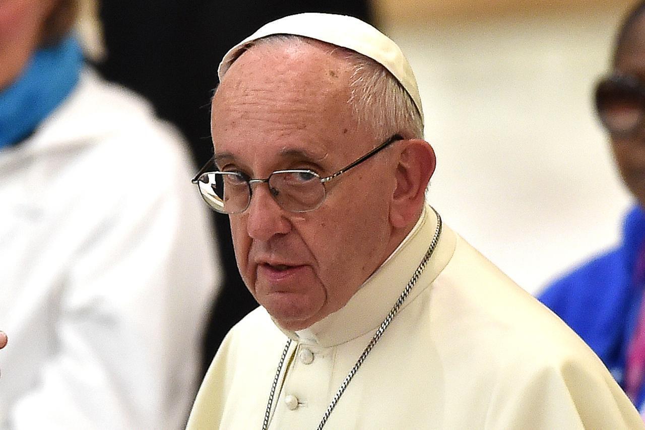 """Il cardinale Müller contro Papa Francesco: """"Il solo matrimonio possibile è tra uomo e donna"""""""