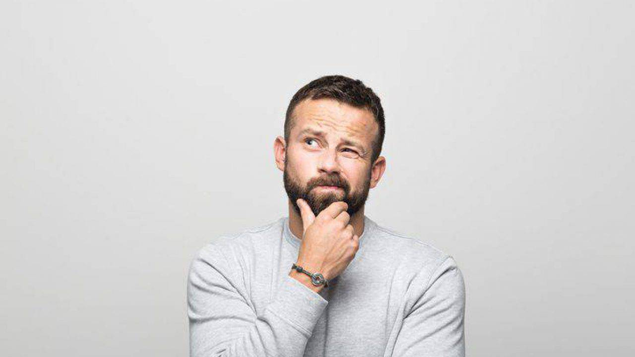 No, gli uomini non possono avere le mestruazioni (ma se lo dici sei transfobico)