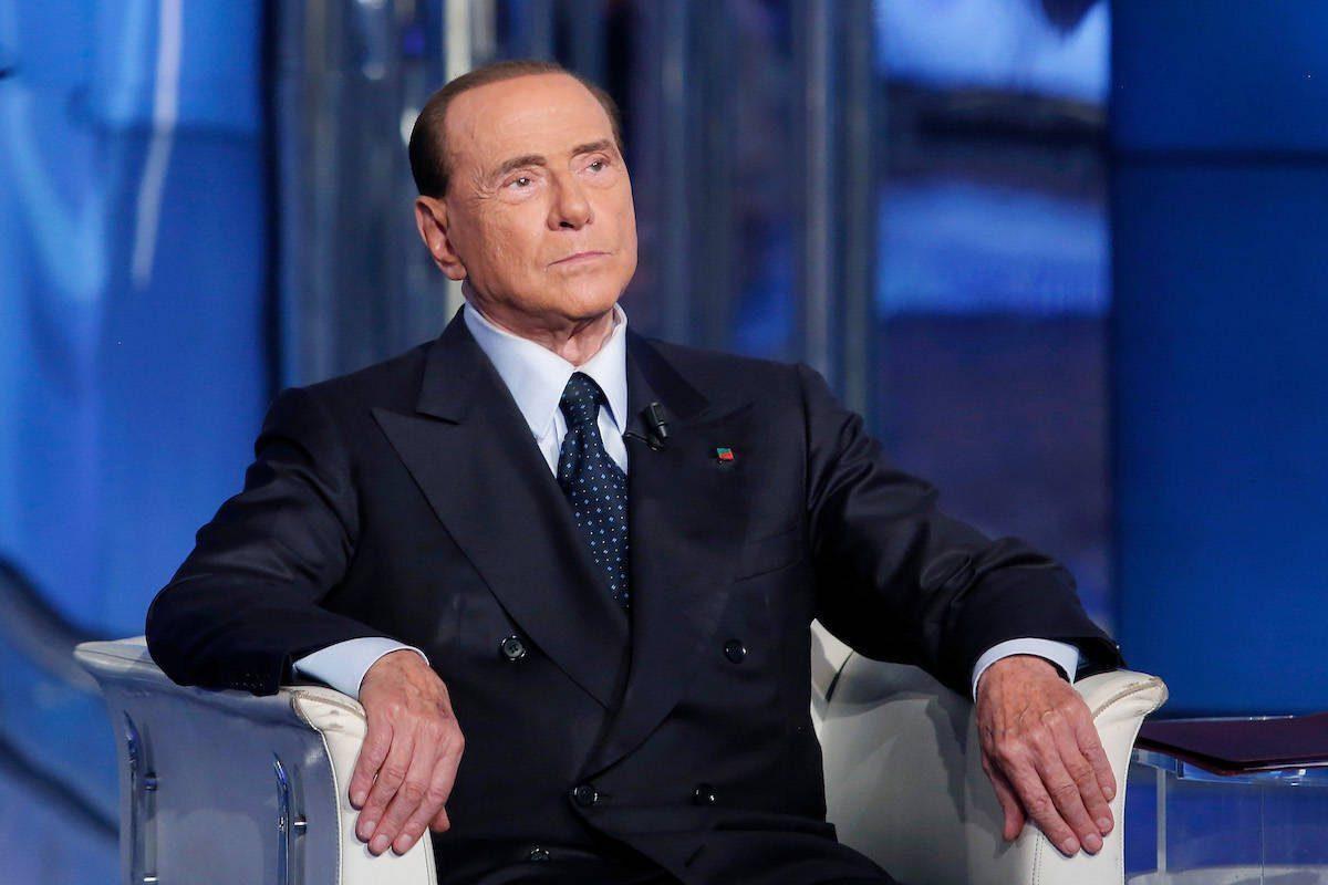 Salvini ciao, Berlusconi si dirige verso Renzi e il neo-statista Conte
