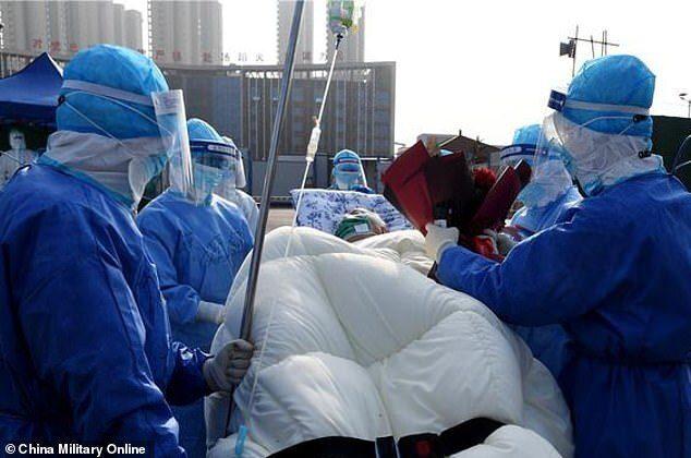 Cura sperimentale da Wuhan, il primo paziente guarito ha 100 anni