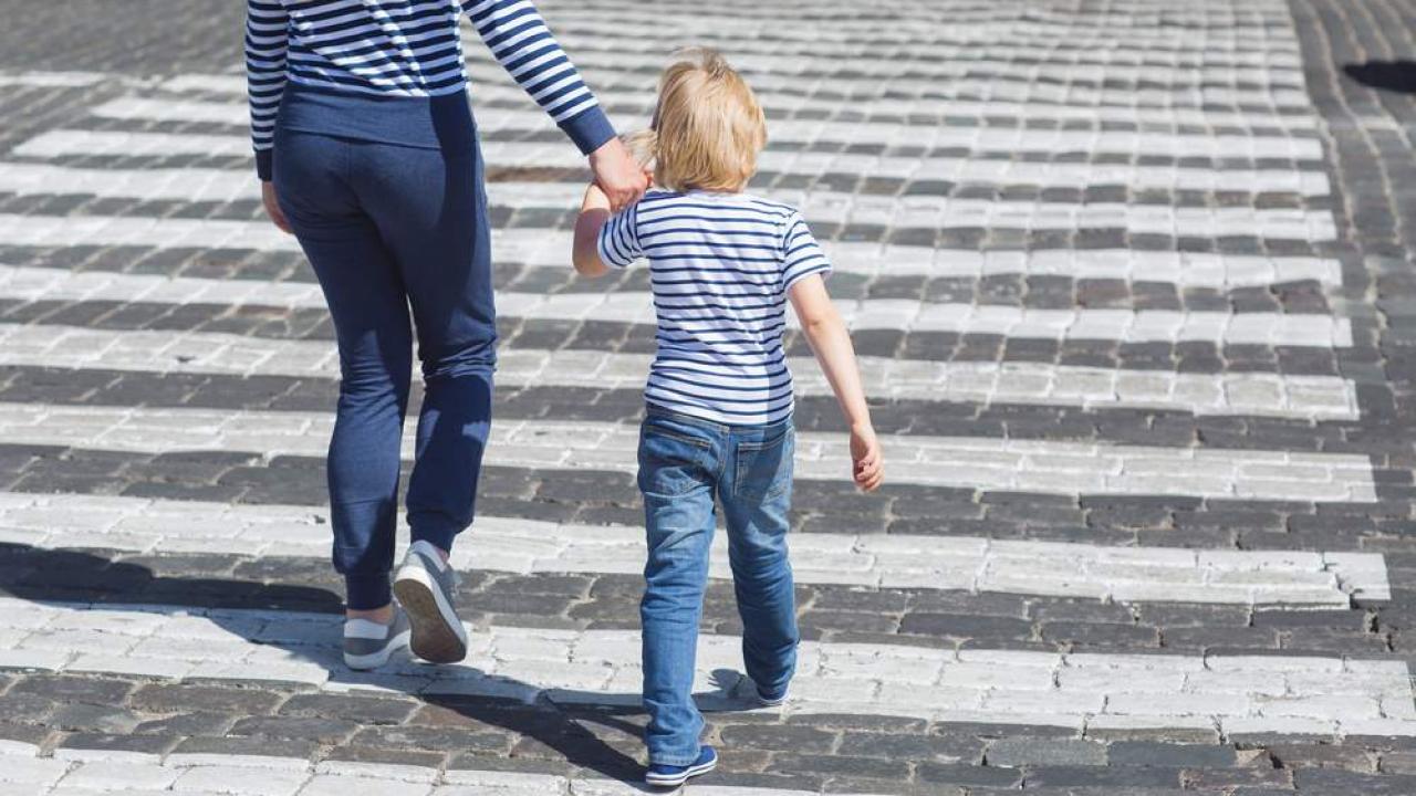 """""""Si può passeggiare con i propri figli e fare una corsetta"""", la precisazione del Viminale"""