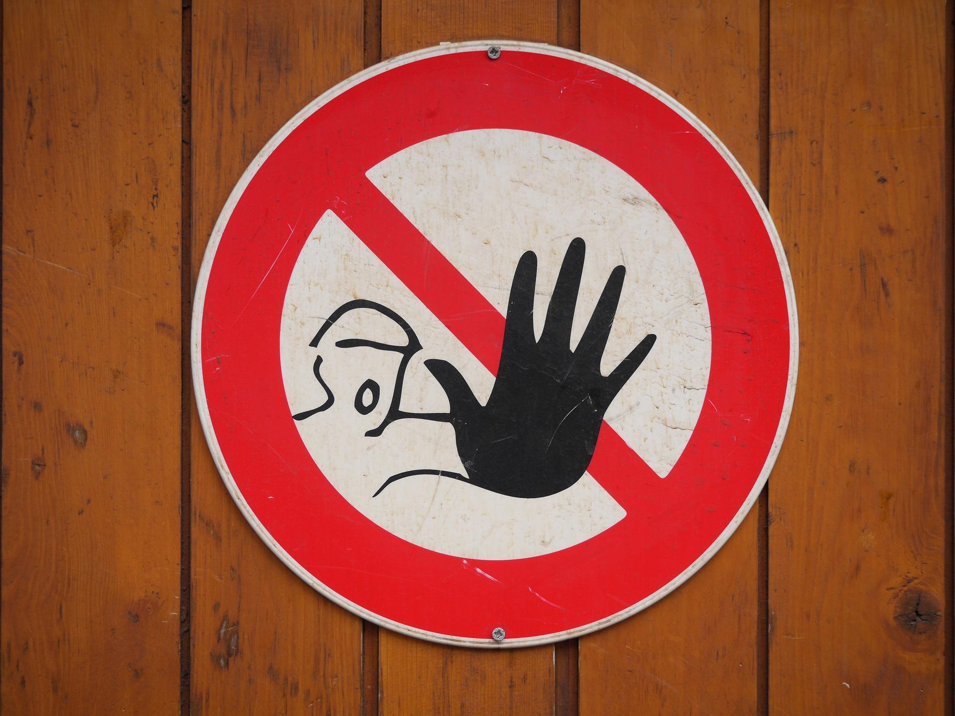 Minori che guardano siti hard, in Francia una legge per vietarne l'accesso