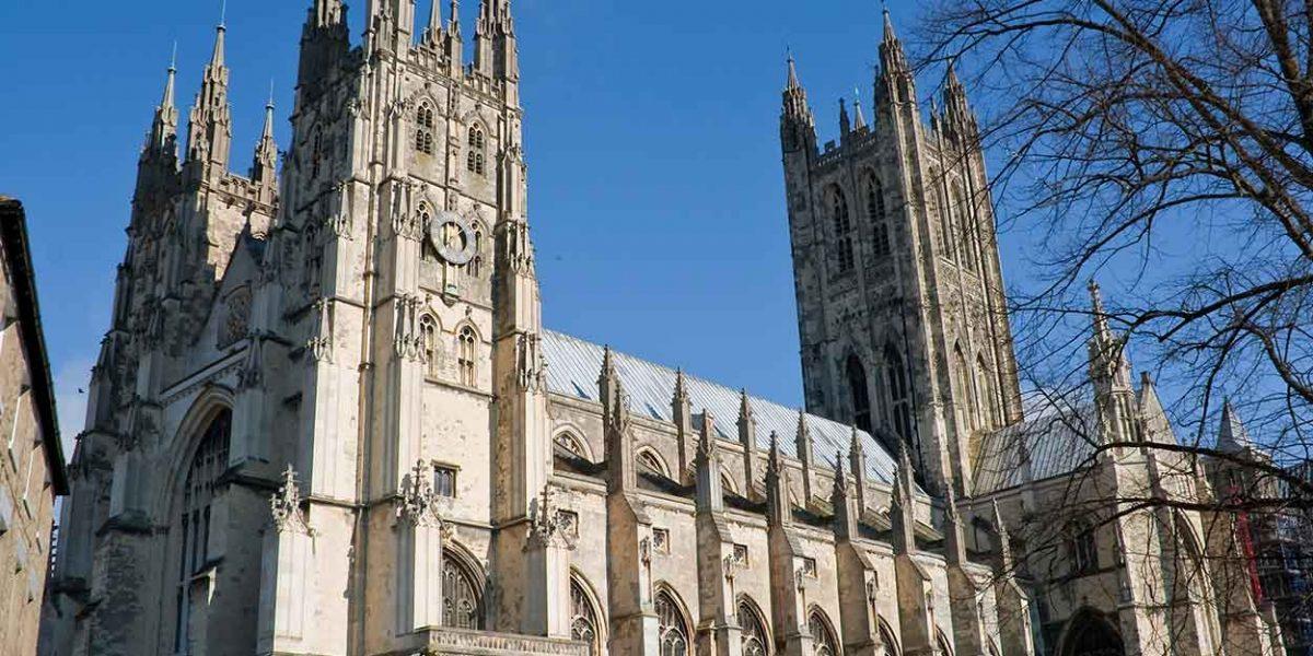 """""""Gesù bianco"""" e schiavitù, vescovo di Canterbury annuncia la 'revisione' delle statue"""