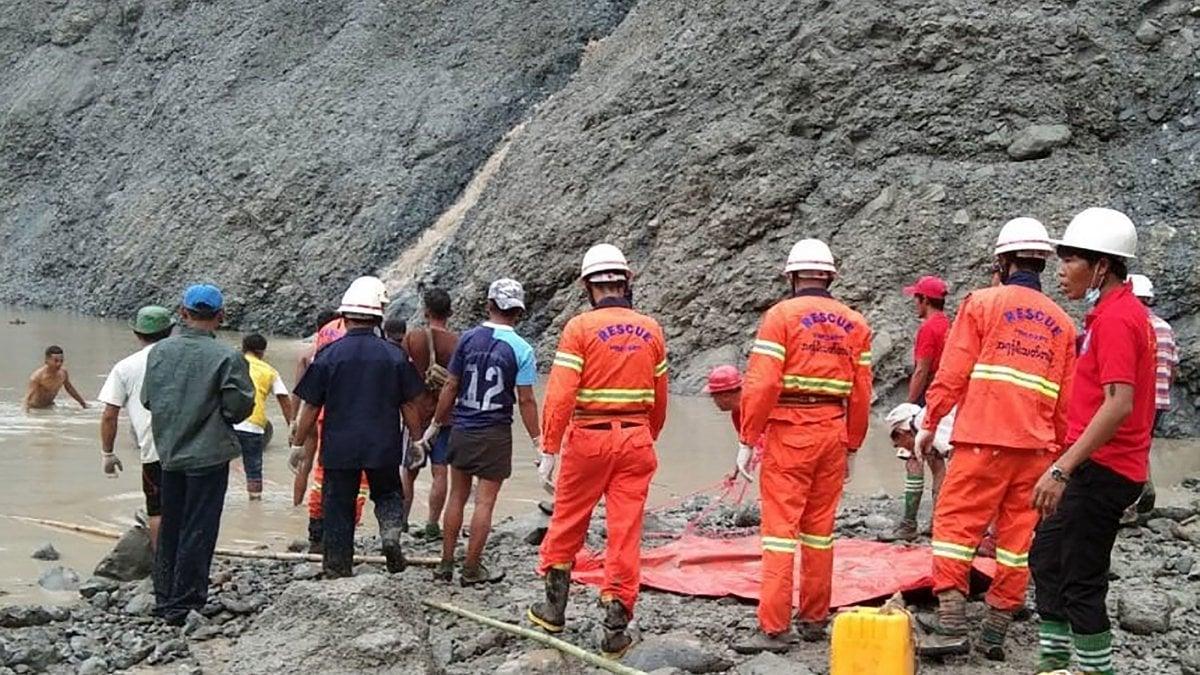 Frana nella miniera, morte 113 persone in Birmania