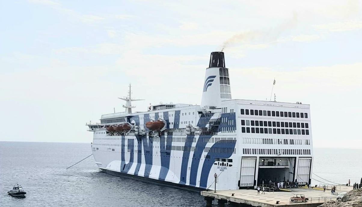 Coronavirus, altri 12 migranti positivi sulla nave quarantena Gnv Azzurra