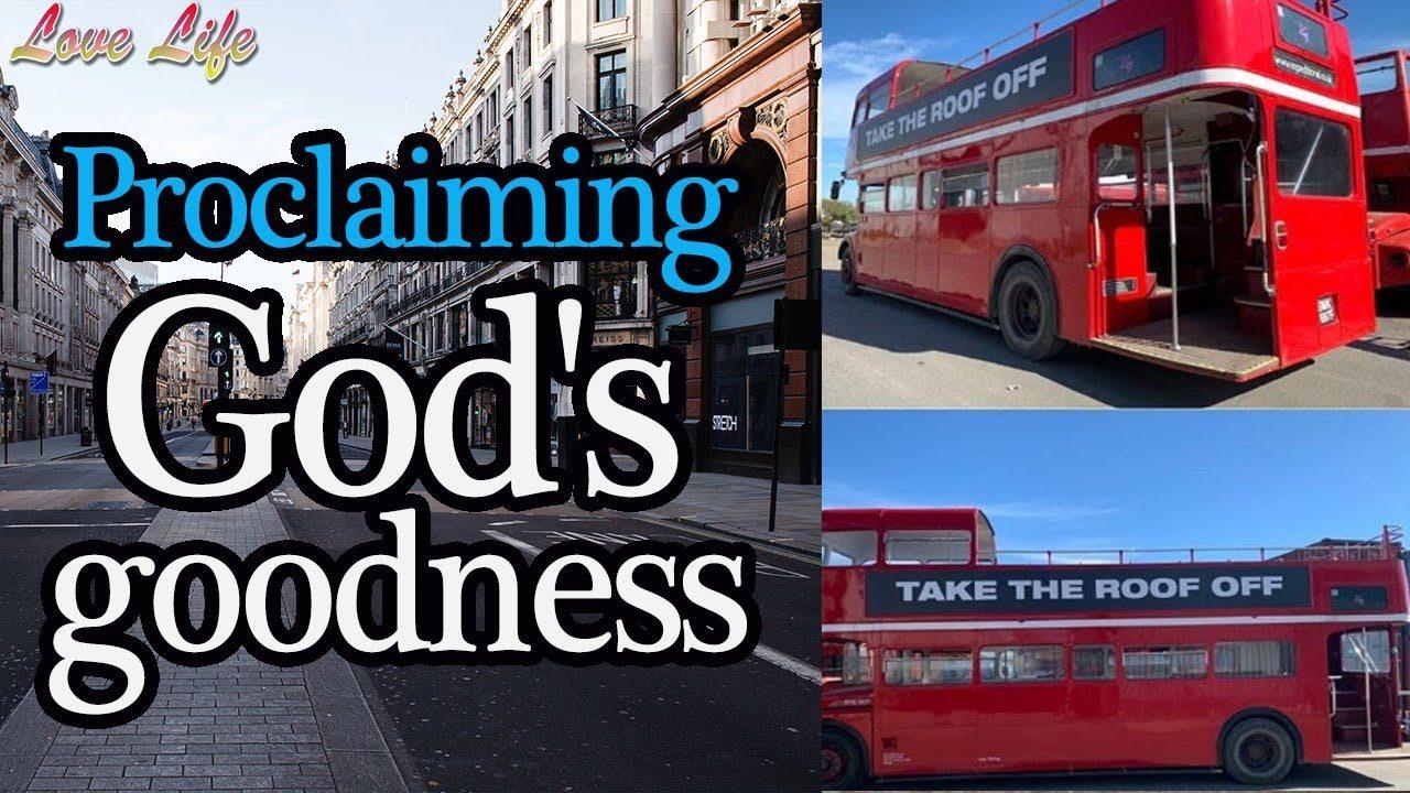 """Vanno in giro per Londra a bordo di un bus per """"risvegliare i Cristiani"""" (VIDEO)"""