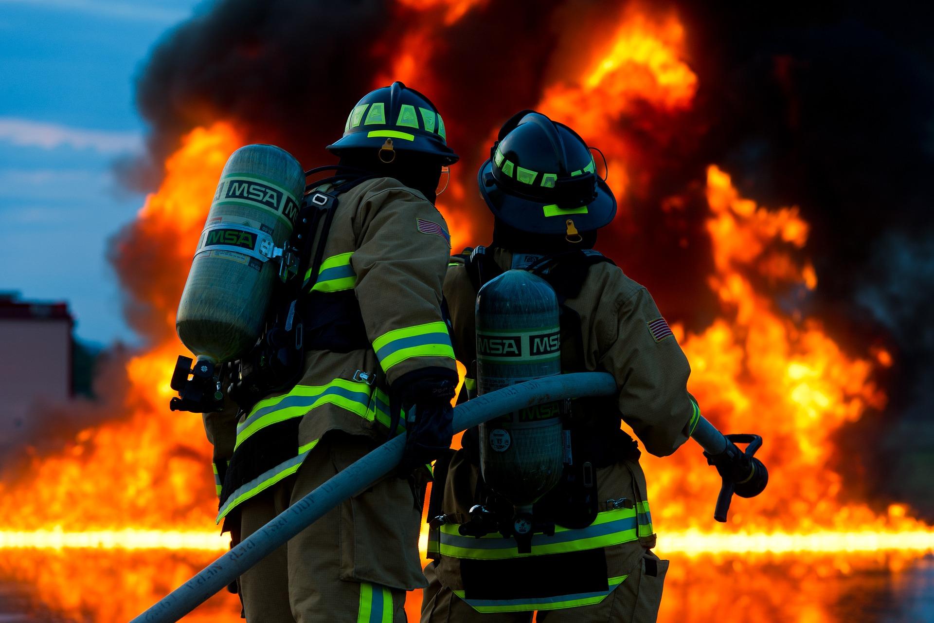 Ancona: vasto incendio al porto, chiuse scuole, parchi e impianti sportivi