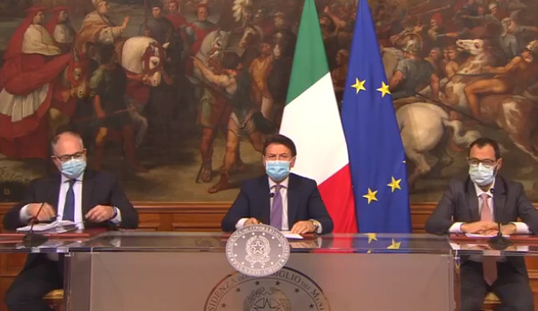 """Il Governo vara il Dl Ristori, fondi per 5 miliardi. Conte: """"Lavoriamo per evitare il lockdown"""""""