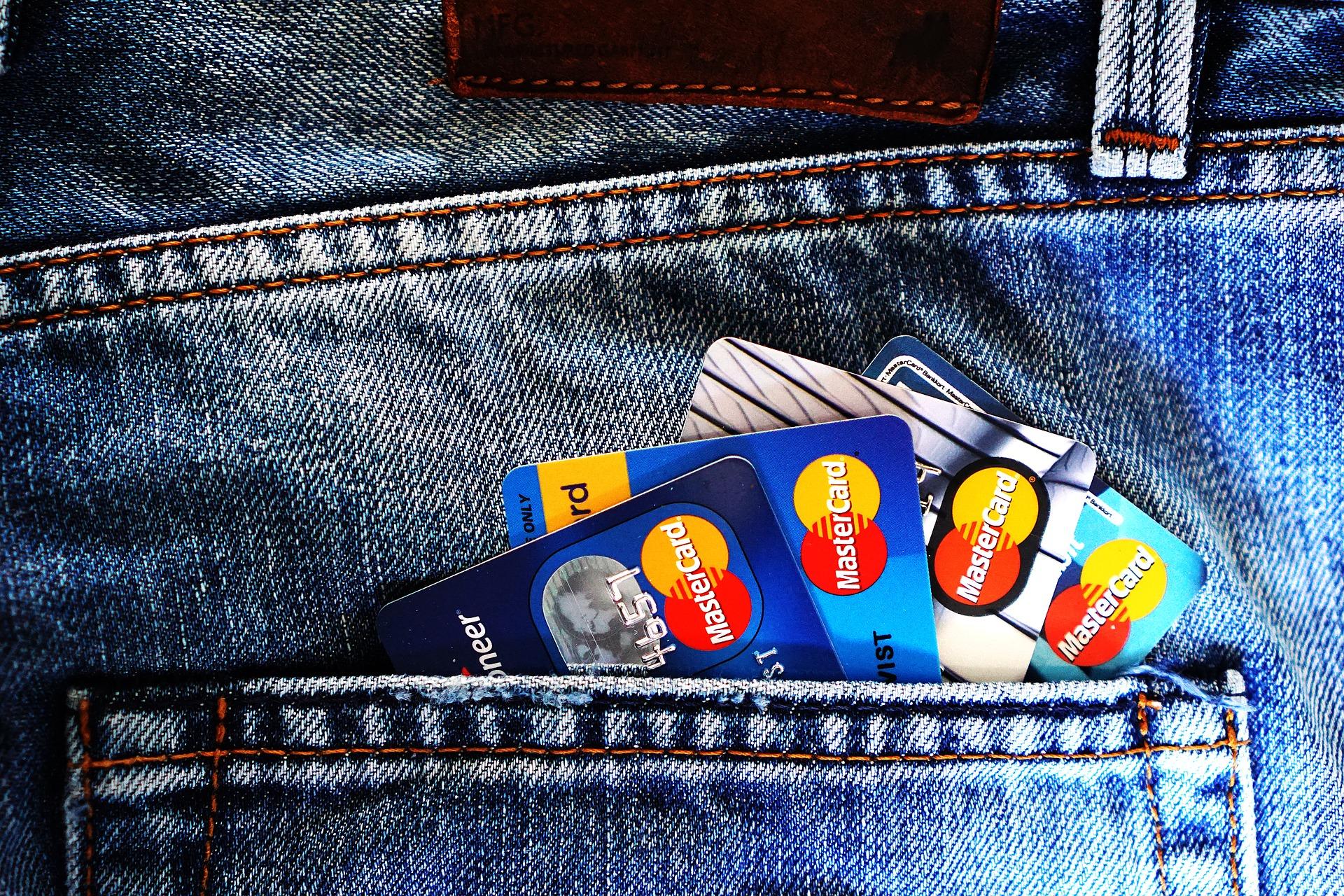 Cashback di Natale: ecco come funziona il rimborso di 150 euro per spese con carta e app