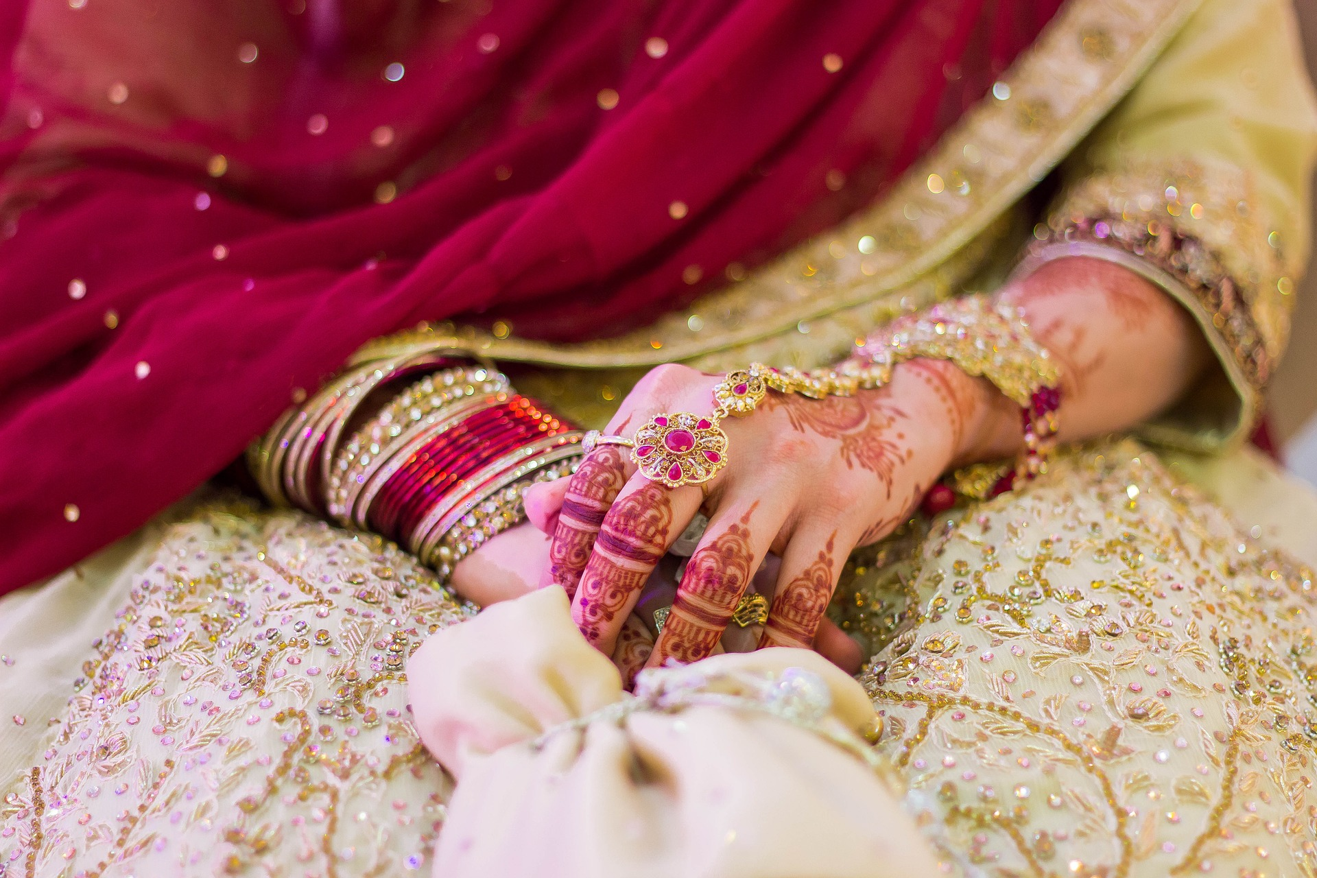 Pakistan, cristiana rapita, stuprata e costretta alle nozze con l'aguzzino