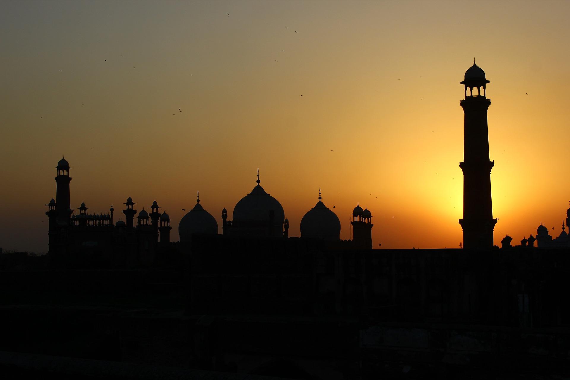 Pakistan, ritrovati i corpi di due sorelle cristiane: subivano pressioni sul lavoro per convertirsi all'Islam