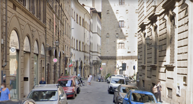 Firenze, studente universitario di 21 anni precipita dal quarto piano: morto sul colpo